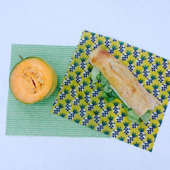 """Le pack """"Duo écolo"""" : deux bee wraps de taille moyenne pour emballer sandwich et fruits !"""
