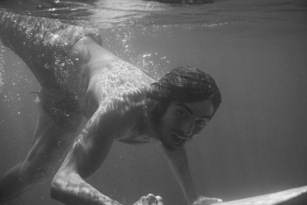 backside turn surf et zéro déchet Surf : Guillaume de l'abeille qui emballe (photo Sabrina Schmid)