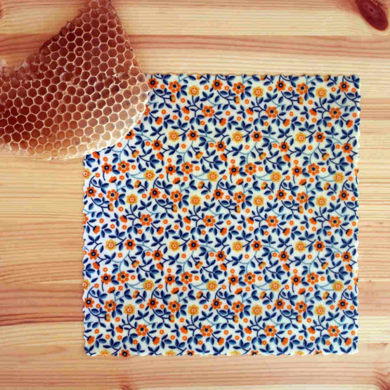 """Wrap Medium de la collection """"Fleurs des champs"""" de beeswraps de L'abeille qui emballe - petites fleurs orange"""